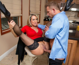 American babe Brandi Love enjoys big..