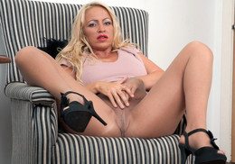 Plump blonde mom Taylor Morgan in..