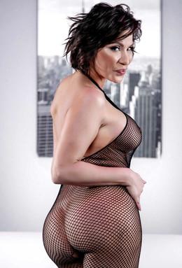 Luscious mature Aleksa Nicole posing..