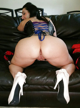 Nice mature BBW, round big ass.. the..