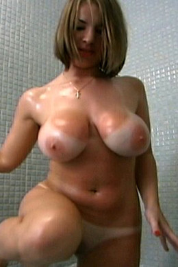 Lush bodied mature woman washes before..