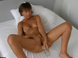 Milfs Waiting to Get Fucked, homemade..