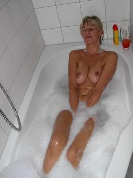 Naked girls in shower, amateur matures..