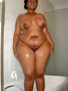 Plump ebony girlfriend posing for home..