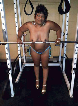 Elegant naked black mommy in the gym